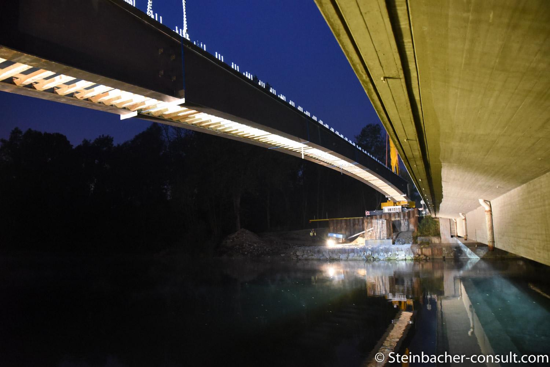 Einheben der Lechkanalbruecke zwischen Meitingen und Thierhaupten